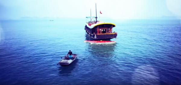 Le bateau-navette. (Capture d'écran / YouTube)
