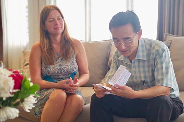 Julie a rencontré Sun Yi dans son appartement simple à Jakarta,en Indonésie.