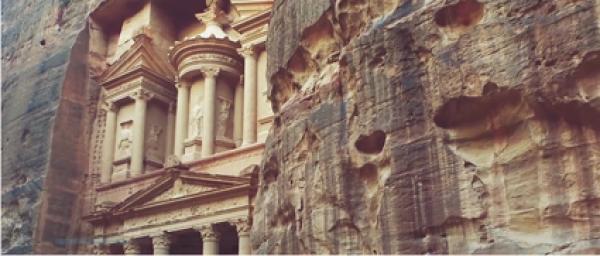 Petra Jordanie Grottes. (Capture / Vimeo)