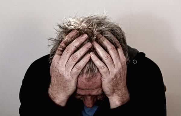 Une étude publiée dans la revue Psychosomatic Medicine en 2004 a révélé que les deux tiers des patients traités pour dépression ont également signalé des douleurs physiques, comme des maux de tête fréquents, des maux de dos, des douleurs articulaires et abdominale (Image : Geralt : Pixabay).