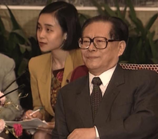 Jiang Zemin, secrétaire général du PCC, croyait en l'existence des dieux et des esprits. (Image: YouTube / Capture d'écran)