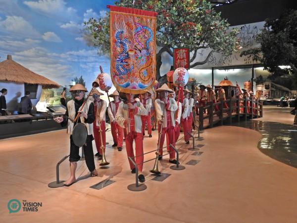 Les objets grandeur nature représentant le défilé religieux traditionnel taïwanais à la galerie de l'exposition permanente. (Image: Billy Shyu / Vision Times)