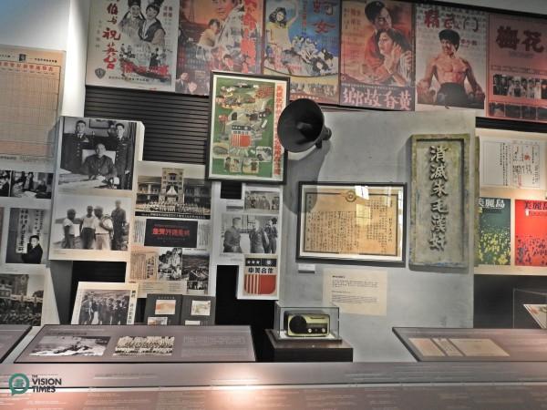 De nombreuses photos et affiches nostalgiques couramment vues à Taïwan dans les temps anciens sont exposées au musée. (Image: Billy Shyu / Vision Times)
