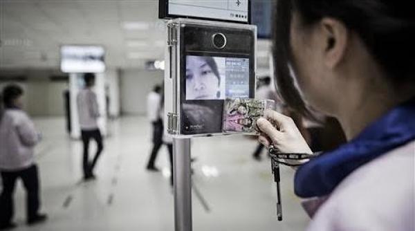 Pékin dépense plus de 500 dollars par personne au Tibet pour la sécurité et la surveillance. (Image: Capture d'écran/YouTube)