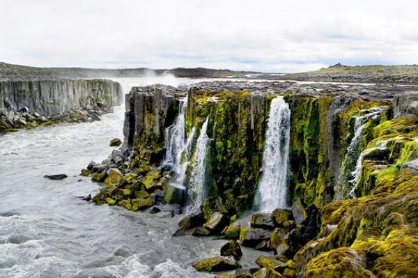 L'Islande est connue pour ses paysages verdoyants et impressionnants. (Image: LalouBLue/Pixabay)