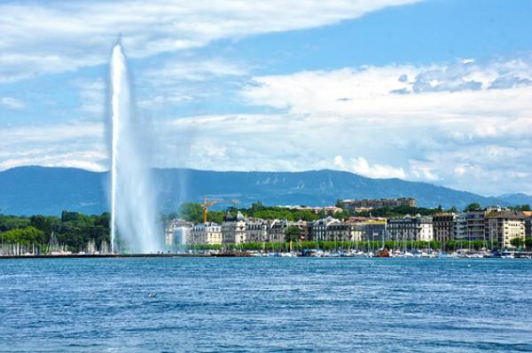 Ce pays s'enorgueillit de ses lacs vierges et de ses Alpes imposantes qui percent le ciel. (Image: Luisfpizarro/Pixabay)