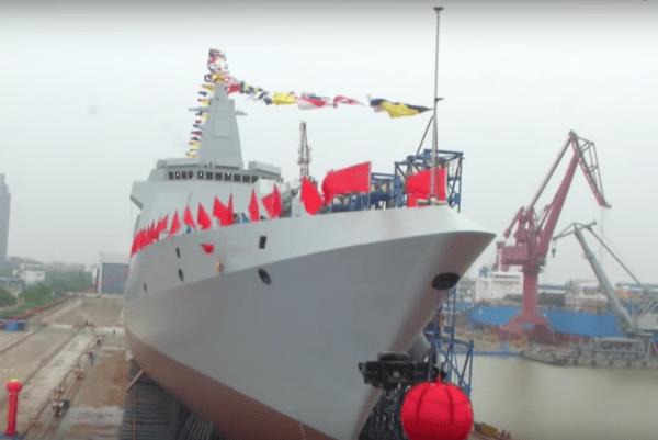 La marine chinoise lance un destroyer à  missiles de nouvelle génération provenant du chantier naval de Jiangnan (Group) Co. LTD. à Shanghai. (Image: YouTube / Capture d'écran )
