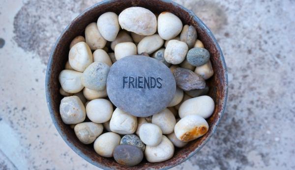 Les chercheurs ont constaté que la force et la structure d'un cercle d'amis peut influer sur notre santé. (Image: Pixabay)