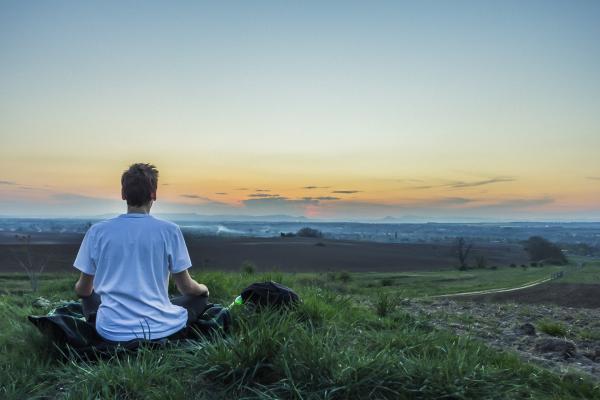 Il est important de toujours se rappeler que quoi que l'on fasse, qu'il s'agisse de notre travail, des loisirs ou de nos responsabilités, tout cela devrait être régi par notre aptitude au bonheur. (Image : Brenkee / Pixabay)