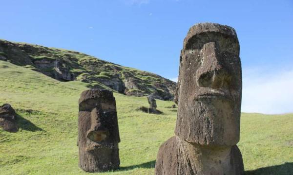 Exemples de statues de l'île de Pâques, ou Moai. (Image: : Dale Simpson, Jr.)
