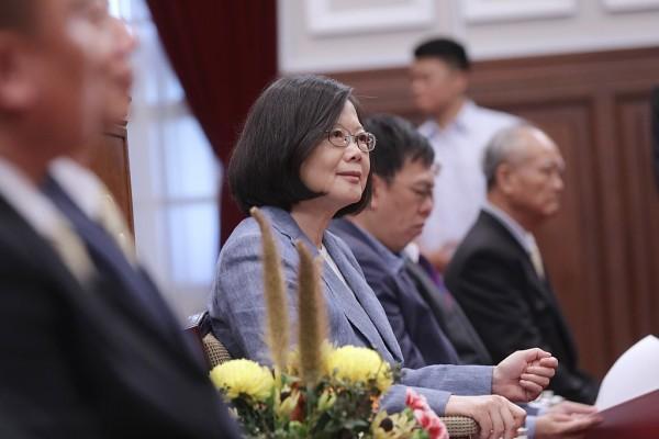 La présidente taïwanaise, Tsai Ing-wen, a critiqué le gouvernement chinois pour la mise en œuvre de l'interdiction et a averti que l'utilisation du tourisme comme outil politique ne fera qu'accroître l'antipathie du peuple taïwanais envers la Chine. (Image : 總統府 / Wikimedia)