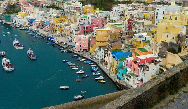 Procida est un lieu idéal pour passer des vacances. (Image: wikimedia / GNU FDL)