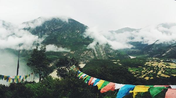 La vallée de la rivière Yarlung Tsangpo. (Image : 该图片由 / Free-Photos / 在 / Pixabay /上发布)