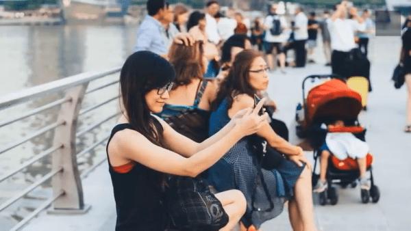 Grandissant dans une société à la pointe de la technologie et au rythme effréné, les millennials sont devenus des personnes aisées, avides de technologie, confiantes et porteuses d'idées nouvelles. (Image: Capture d'écran / YouTube)