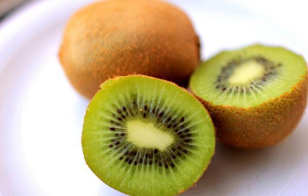 Le kiwi a une haute valeur nutritive. (Image: Christian Schnettelker / Flickr)