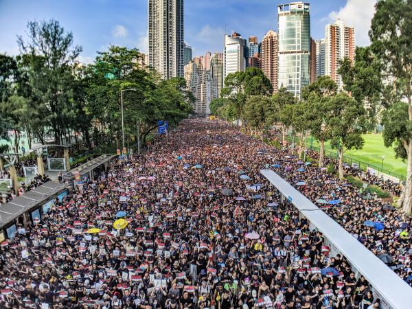 La lettre a été publiée sur le forum en ligne Pincong sous le titre de: «A nobody protester in Hong Kong» (un manifestant insignifiant à Hong Kong). Elle mentionne le massacre de la place Tiananmen, affirmant que les manifestations d'aujourd'hui visent non seulement à obtenir l'indépendance de Hong Kong, mais surtout à protéger tous les Chinois d'un ennemi commun, le «régime totalitaire», c'est-à-dire le Parti communiste chinois. (Photo: Studio Incendo via flickr CC BY 2.0 )