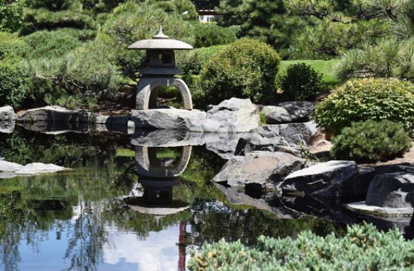 De petits jardins ont été aménagés pour fournir aux moines un lieu où ils pouvaient marcher sans être dérangés et contempler les enseignements du Bouddha. (Image:TreptowerAlex Louise_S /Pixabay)