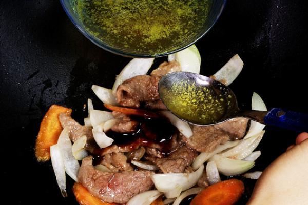 Recette: Bœuf aux oignons