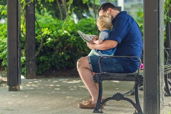 Selon une étude, l'intelligence d'un enfant dépend en grande partie de la relation ou de l'absence de relation et de liens avec son père. (pixabay)