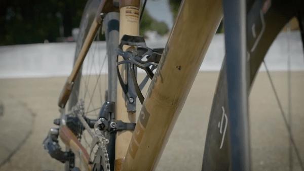 Le coût des vélos varie entre 318 et 409 euros, soit la moitié du coût de fabrication d'un même vélo avec un cadre en carbone importé. (Capture d'écran YouTube)