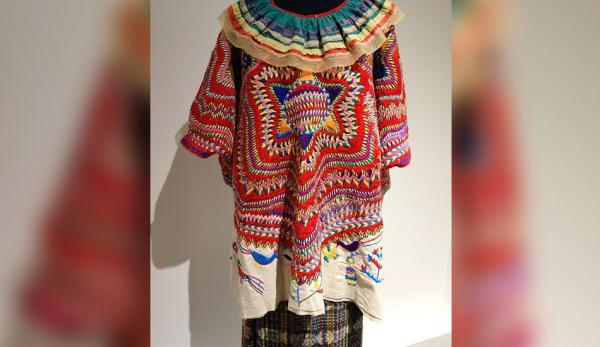 Le huipil est le plus ancien costume folklorique d'Amérique centrale, encore en usage. (Image: wikimedia/CC0 1.0)