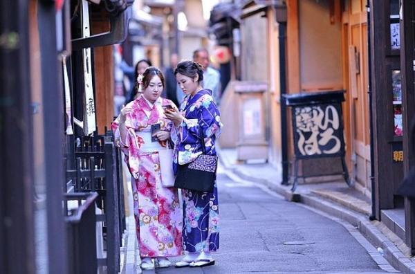 Le Kimono est sans doute le vêtement traditionnel le plus connu au monde. (Image: mackwo7via Pixabay)