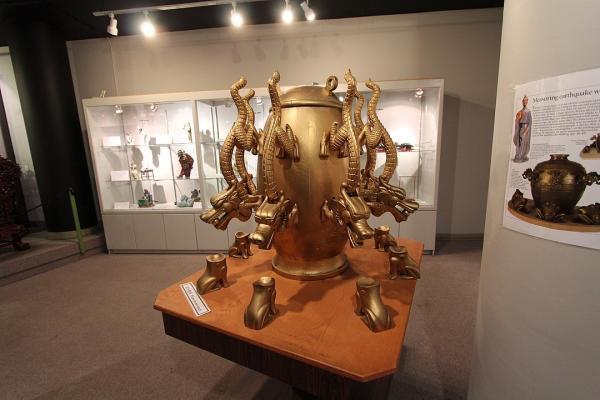 Dans l'antiquité chinoise le Houfeng Didong Yi (instrument pour mesurer les vents et les mouvements de la terre) servait a localiser les lieux où se produisaient les séismes. (Image :  Wikimedia/CC BY 2.0)