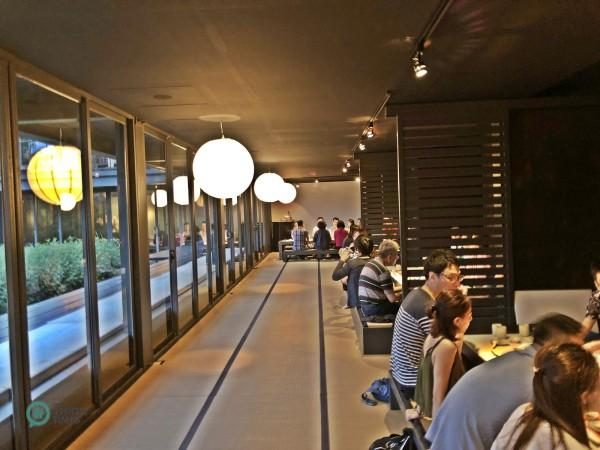 Il y a environ une douzaine de cabines «privées» dans le long couloir. (Image : Billy Shyu / Vision Times)