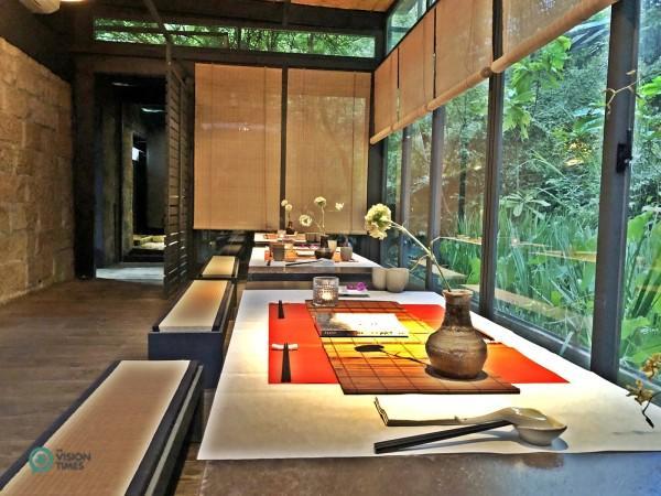 Les clients peuvent profiter de la beauté de l'environnement tout en dégustant de délicieux repas. (Image : Julia Fu / Vision Times)