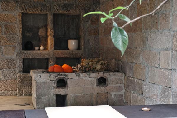 Un poêle à bois traditionnel chinois dans la cuisine. (Image : Avec l'aimable autorisation du Shi Yang Shan Fang)