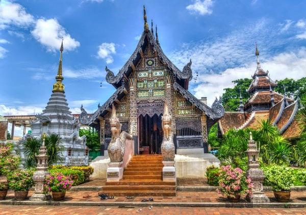 La tradition veut que l'on fasse la tournée des temples. (Image :Michelle Maria/Pixabay)
