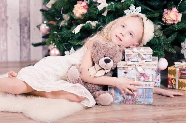 Le 31 décembre est le soir des cadeaux en Russie. (Image parАнастасия Гепп/Pixabay)