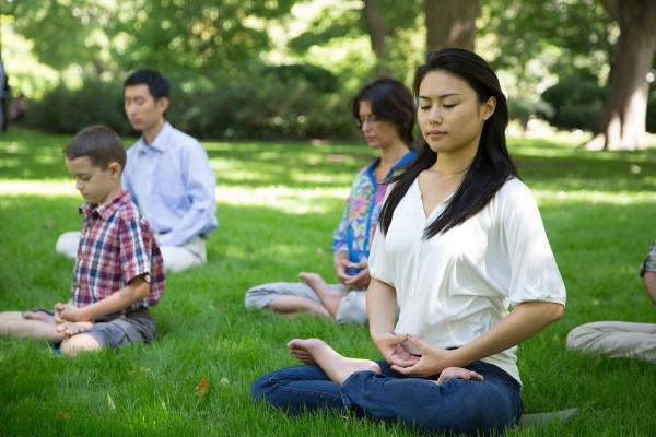 La pratique du Falun Gong peut aider les gens à cultiver la compassion.(Image: Joffers951 via wikimedia CC BY-SA 4.0)