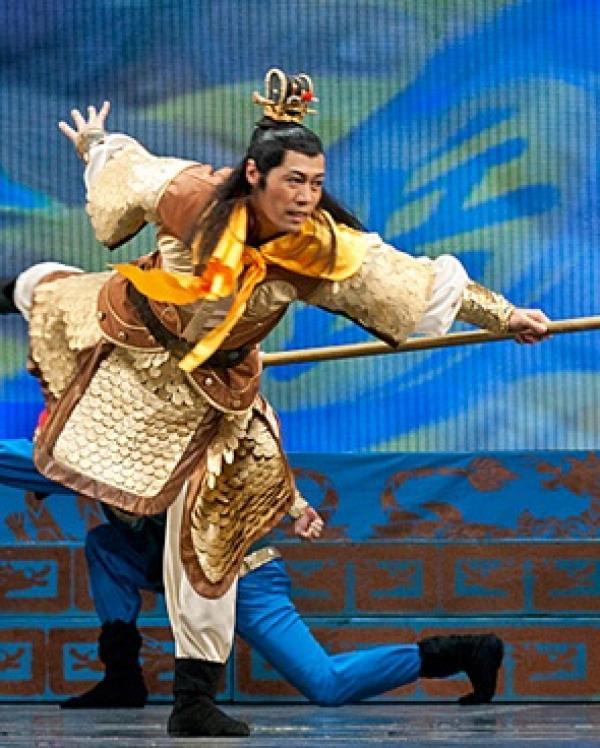 Xuejun Wang dans la production de « La loyauté de Yue Fei » par la compagnie Shen Yun - 2007 (Photo: Shenyunperformingarts.org)