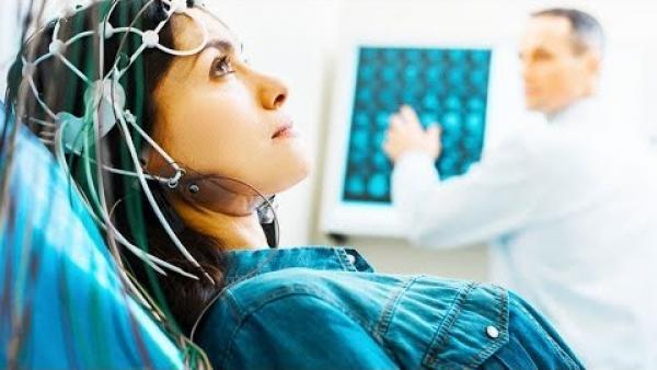 Des chercheurs au Japon ont mis au point un dispositif leur permettant de mesurer l'activité cérébrale et de la «décoder» en images. (Image : Capture d'écran / YouTube)