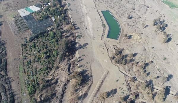 Les plantations d'avocats au Chili continuent de monopoliser l'eau à partir de toute source disponible, malgré une sécheresse de 10 ans. (Capture d'écran / YouTube)