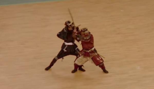 Combattre avec les épées Odachi aurait été laborieux. (Image : Capture d'écran / YouTube)