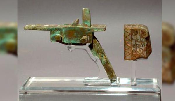 Dès 600 av. J.-C., les Chinois utilisaient des arbalètes dont les mécanismes de détente pouvaient supporter des poids de traction élevés. (Image : Gary Lee Todd / wikimedia / CC BY-SA 3.0)