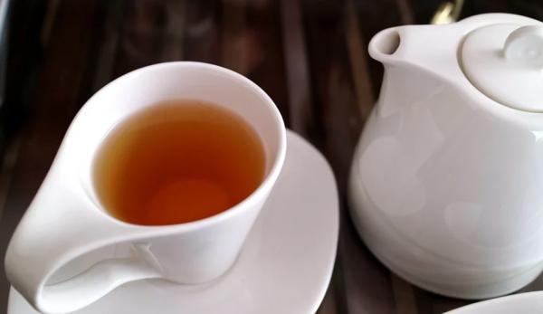 Le thé est préparé à partir des feuilles de Camellia sinensis. (Image : pixabay / CC0 1.0)