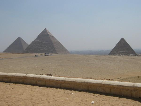 La Grande Pyramide de Gizeh et la Pyramide de Khéops, le siège des Nations Unies à New York, et les Cathédrales de Notre-Dame cachent ce nombre d'or. (Image :pixabay/CC0 1.0)