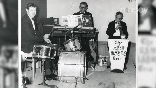 Edward a fondé son propre groupe de jazz, le Sam Hardy Trio. (Image : Capture d'écran /YouTube)