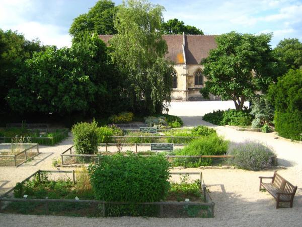 Au Moyen Âge, seuls les châteaux avaient des jardins d'agrément. Les monastères, abbayes, couvents, quant à eux, disposaient d'un potager et d'un jardin propice au recueillement. (Image : Wikimedia / Karldupart / CC BY-SA)