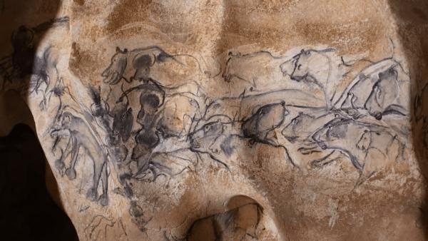 En plus des célèbres musées, vous pouvez également visiter des sites culturels comme la grotte Chauvet en France. (Image : Capture d'écran / YouTube)
