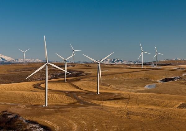 En Tasmanie, le parc éolien Cattle Hills appartient à une entreprise publique chinoise cotée en bourse, tandis qu'en Nouvelle-Galles du Sud, le 1er septembre 2017, Yancoal Australia Ltd (entreprise chinoise) a racheté l'activité de charbon thermique de Rio Tinto Coal & Allied Hunter Valley. (Image :Pixabay/CC0 1.0)
