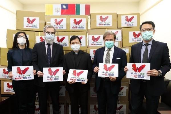 Des fournitures médicales offertes à l'Italie par l'intermédiaire de l'ambassade du Saint-Siège à Taiwan. (Image : Ministère des Affaires étrangères, Taiwan)
