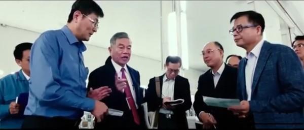Les 34 entreprises taïwanaises de fabrication de masques faciaux et de machines-outils, unies pour former la «National Face Mask Team». (Image : Capture d'écran / YouTube)