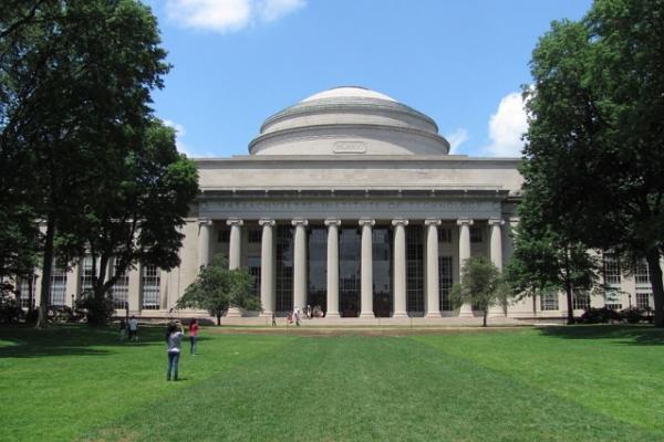 Le Massachusetts Institute of Technology(MIT), a annulé des contrats avec une entreprise chinoise. (Image :John Phelan/MIT)
