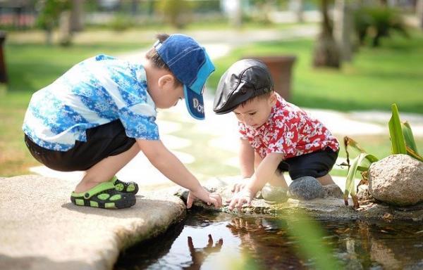 des études montrent que les enfants qui font des activités à l'extérieur ont tendance à être plus résistants que ceux qui ne sortent pas. (Image :Hai Nguyen Tien/Pixabay)