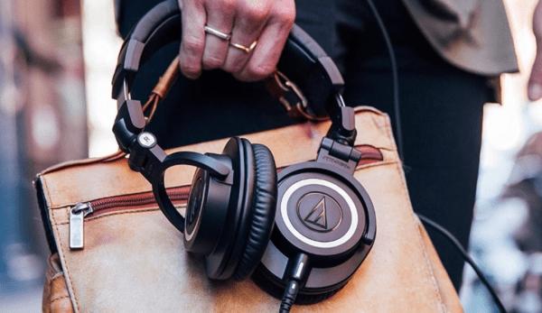 Vous aurez besoin d'un casque de bonne qualité pour profiter pleinement des enregistrements de haute qualité et entendre chaque son capturé. (Image / Capture d'écran / YouTube)
