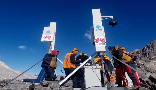 La société chinoise Huawei vient d'installer une station de base 5G sur le mont Everest, à 6500m d'altitude. (Image : Capture d'écran /YouTube)
